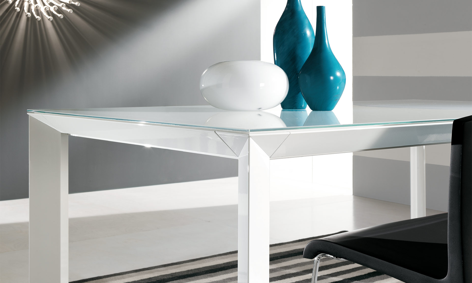 Riflessi MANHATTAN - Contemporary Italian dining table-lacquered-wooden-table-manhattan-riflessi-detail-6