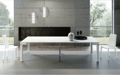 A small console with a big attitude: Riflessi's extendable dinning table
