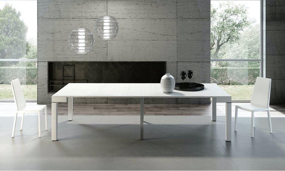 Italian furniture designer Riflessi's extendable table Luxury in white.